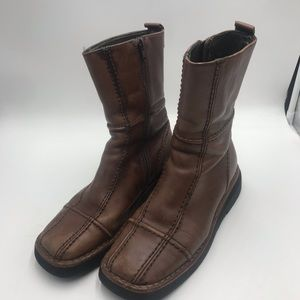 Fantastic brown FRYE boots!